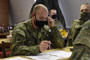 Vojaci pomáhali počas plošného testovania aj s dohľadávaním kontaktov.