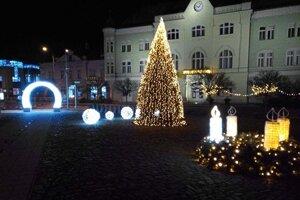 Vianočné námestie v Leviciach.