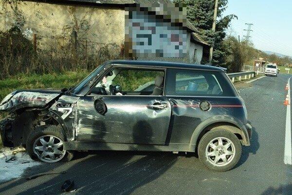 Auto, v ktorom sa žena viezdla so svojím trojročným synčekom.
