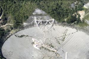 Teleskop Arecibo sa zrútil 1. decembra v skorých ranných hodinách miestneho času.