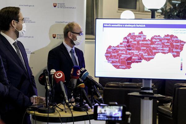 Minister zdravotníctva SR Marek Krajčí (OĽaNO) a prezident Slovenskej spoločnosti infektológov Pavol Jarčuška.