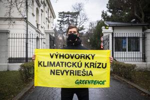 Organizácia Greenpeace protestovala od pondelka do stredy pred Úradom vlády 65 hodín.