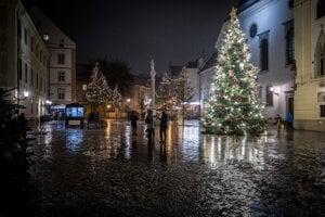 Lockdown: Pred Vianocami sa život na Slovensku opäť obmedzí. Do platnosti vstupuje zákaz vychádzania.
