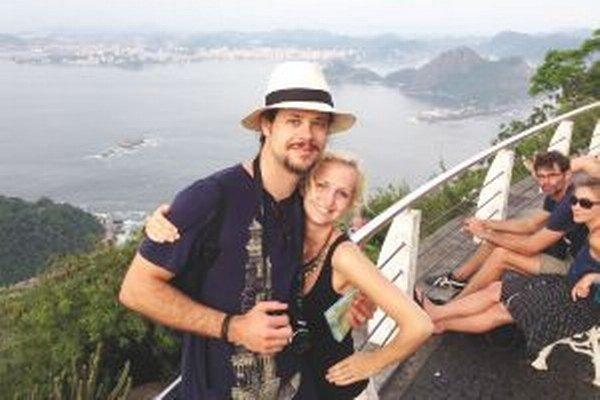 Vanda s kamarátom Romanom na Cukrovej homoli v Rio de Janeiro.