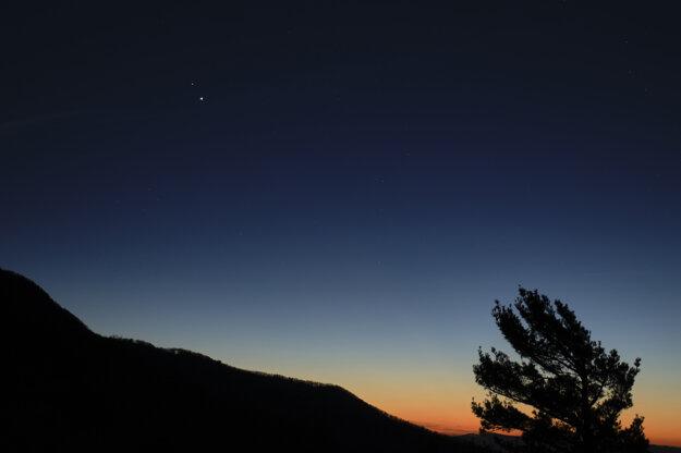 Zimný slnovrat sprevádzal vzácny úkaz.