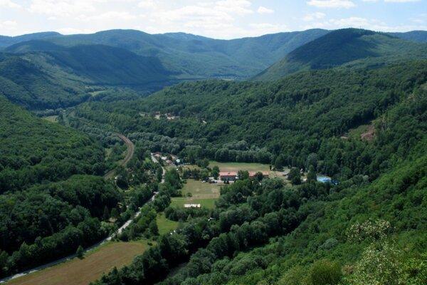 Pohľad zo Skalky na údolie Hornádu smerom k Veľkej Lodine.