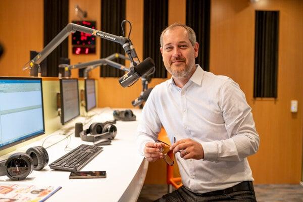 Začínal v Televízii Turiec. Dnes moderuje vlastnú úspešnú reláciu Braňo Závodský Naživo v rádiu Expres.