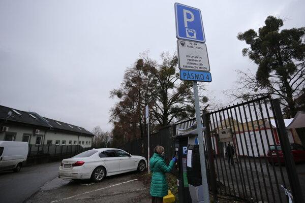 Od januára 2021 Pásmo 4 neexistuje. Na parkovisku pri nemocnici chýba značenie Pásmo D.