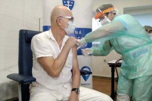 V Žiline sa začalo očkovať proti koronavírusu.