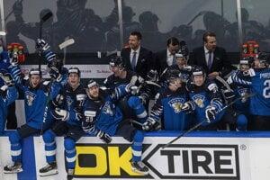 Fínsko oslavuje zisk bronzových medailí na MS hráčov do 20 rokov 2021. V zápase o 3. miesto zdolali Rusko.