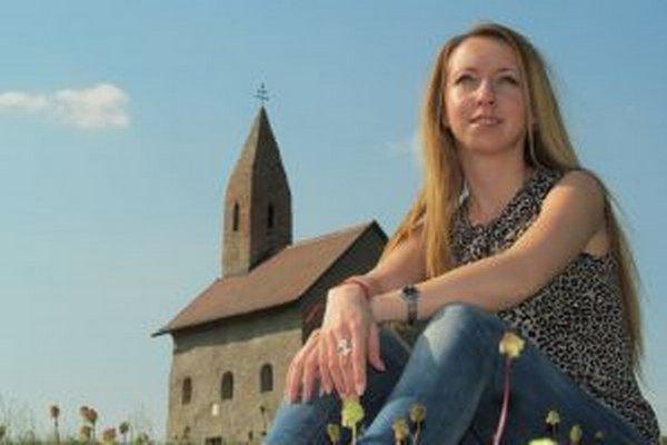 Eva Hrašková píše knihy popri svojej práci.