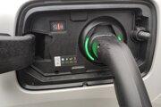 Za výkonnejšiu 7,4 kW palubnú nabíjačku sa oplatí priplatiť.