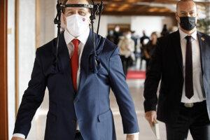 Predseda NR SR Boris Kollár pred začatím rokovania členov výboru pre obranu a bezpečnosť o okolnostiach zranenia a úmrtia bývalého prezidenta Policajného zboru Milana Lučanského.
