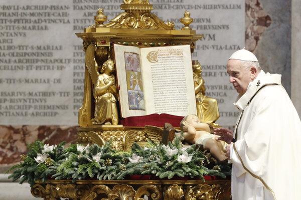 Pápež František počas trojkráľovej svätej omše.