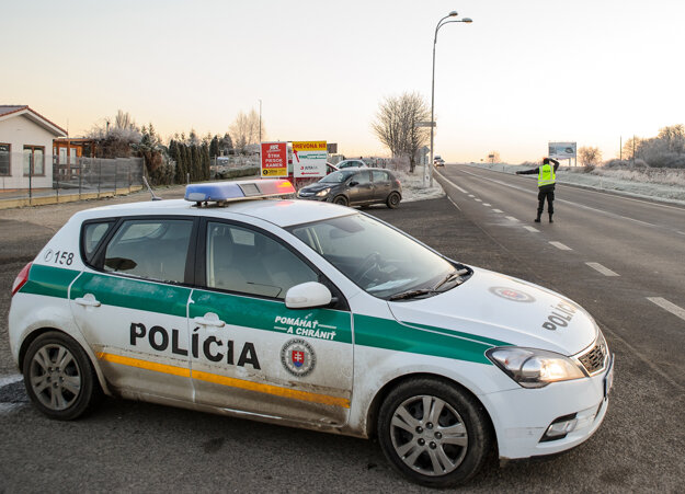 Policajná kontrola na ceste v smere z Levíc do Nitry