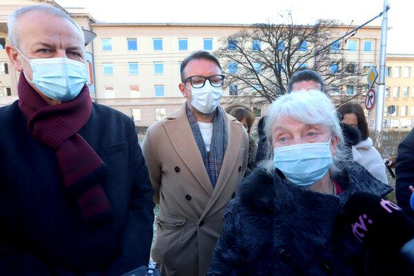 Primátor Ján Nosko, Mária Avdičová z RÚVZ a medicínsky riaditeľ Rooseveltovej nemocnici M. Urbáni dnes informovali o zložitej situácii.