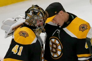 Jaroslav Halák a Tukka Rask v tíme NHL Boston Bruins.