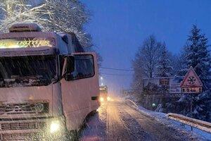 Dnes ráno Svrčinovec opäť upchali kamióny.