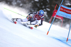 Petra Vlhová počas 1. kola obrovského slalomu v stredisku Kranjska Gora.