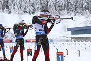 Momentka z nedeľňajších pretekov v Oberhofe. Na obrázku aj konečný víťaz Tarjei Bö.