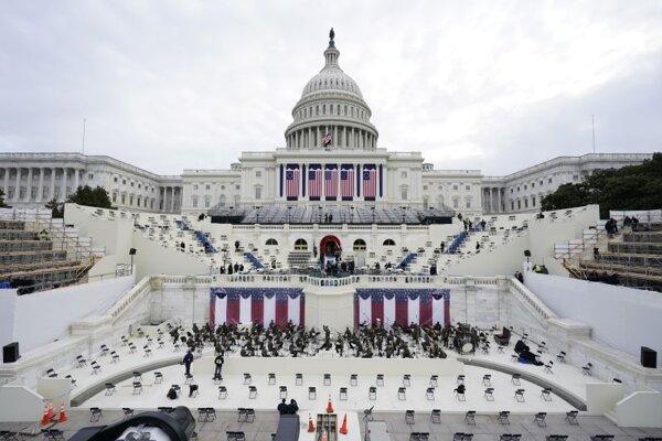 Kapitol, sídlo amerického Kongresu, v pondelok dočasne uzavreli počas nácviku inaugurácie nového prezidenta Joea Bidena.