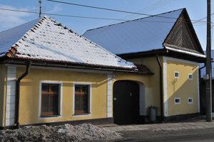 Ľudový dom so sypárňou vNedožeroch-Brezanoch.
