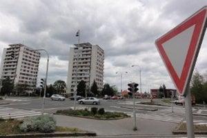 Zlaté Moravce prídu už o pár týždňov o posledné fungujúce semafory. Po prerobení najväčšej križovatky v meste na kruháč ich demontujú.