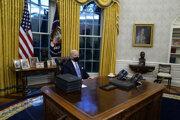 V Oválnej pracovni Bieleho domu už úraduje Joe Biden.