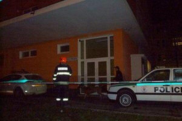 Bombu na gynekológii nahlásila žena v noci 6. januára.