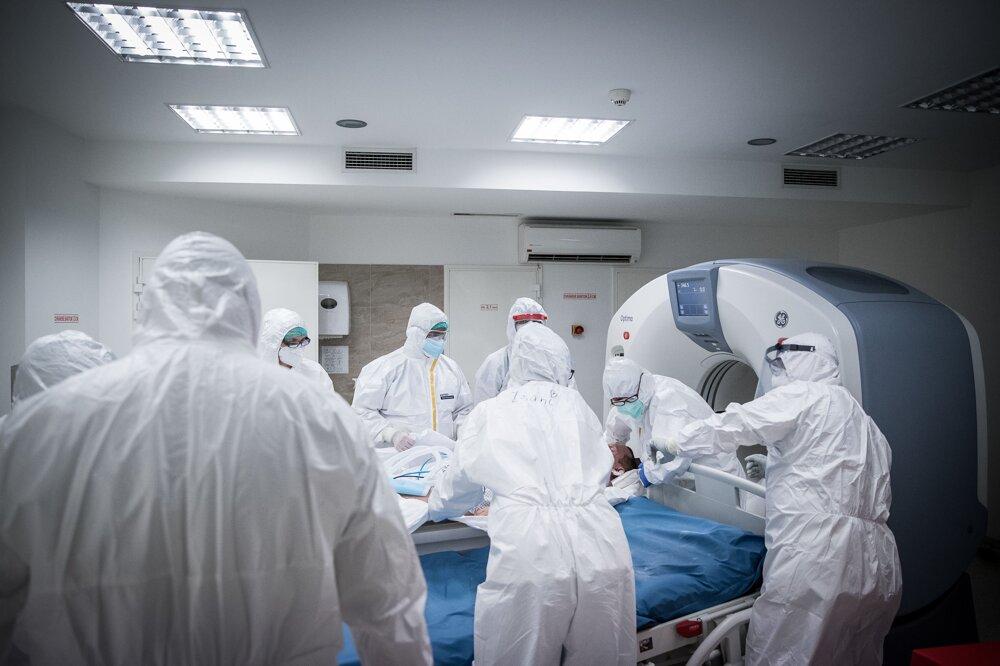 Vyšetrenie pacienta s covidom na CT.