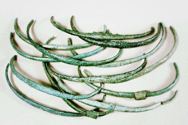 Bronzové predmety v tvare rebierok mohli ľudia v Európe počas Bronzovej doby používať ako peniaze.