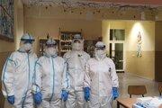 V budove svrčinovskej základnej školy pracujú dva tímy zdravotníkov.
