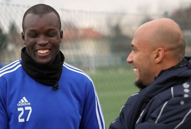 Tidiane Djiby Ba sa na tréningu Nitry zvítal s Cleberom, ktorý dnes pracuje v mládežníckych štruktúrach FC. Hrali spolu za Sereď.