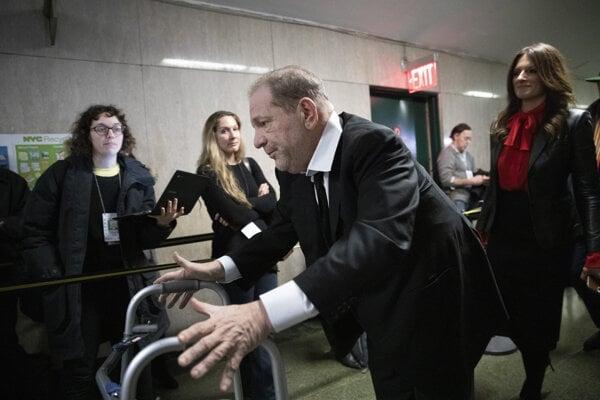 Weinsteina vlani odsúdili za znásilnenie a sexuálne napadnutie.