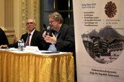 Na snímke rozpráva predseda Asociácie na ochranu spotrebiteľov  Peter Kolba.