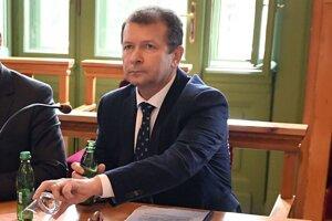 Juraj Ďorko mal podľa znenia uznesenia ovplyvniť výber riaditeľky v Prakovciach.