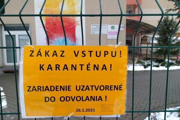 Zariadenie pre seniorov na Ulici Rázusa v Prievidzi je v karanténe.