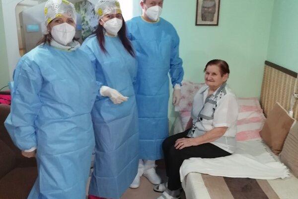 Očkovanie seniorov v domove seniorov Malý Dunaj v Kolárove.