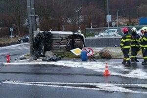 Nehoda sa stala na vjazde do Handlovej.