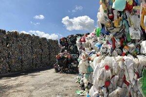 Separovať odpad je dôležité, postupne sa v tom zlepšujeme.