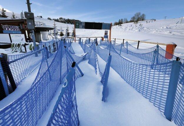 Zatvorené lyžiarske stredisko  na Donovaloch pri Banskej Bystrici.