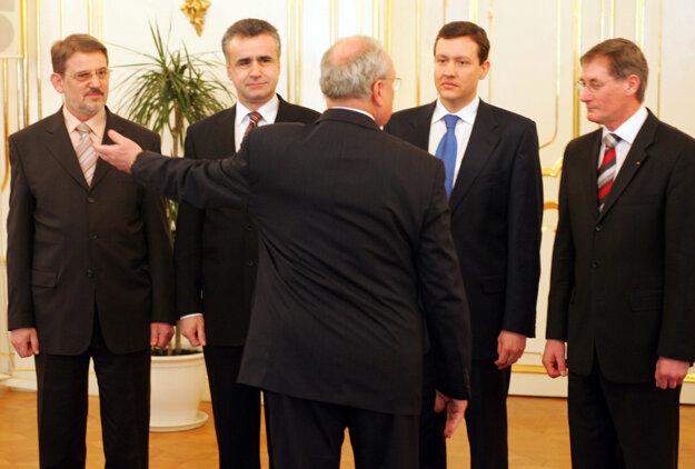 Podanie demisie ministrov KDH u prezidenta SR Ivana Gašparoviča v roku 2006.