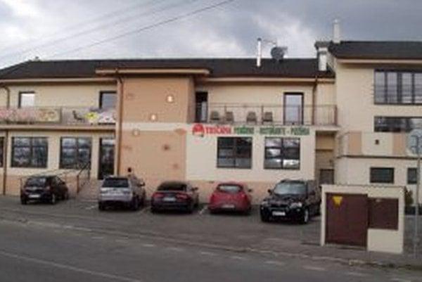 Reštaurácia s penziónom sídli vo vlastnom objekte na Dolnozoborskej 70 v Nitre.