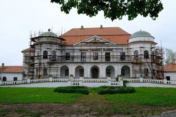 Budovy Zemplínskeho múzea župa postupne opravuje.