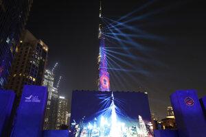Laserová šou v Dubaji. na oslavu úspechu marťanskej misie.