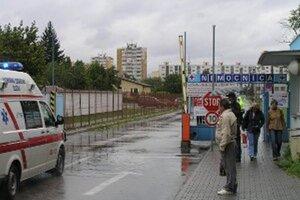 O krajské nemocnice prejavili záujem dve finančné skupiny. Na snímke je nemocnica v Topoľčanoch.