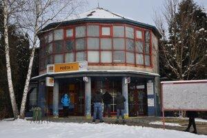 Hlavná pošta v Dolnom Kubíne ohlásila obmedzenie otváracích hodín.