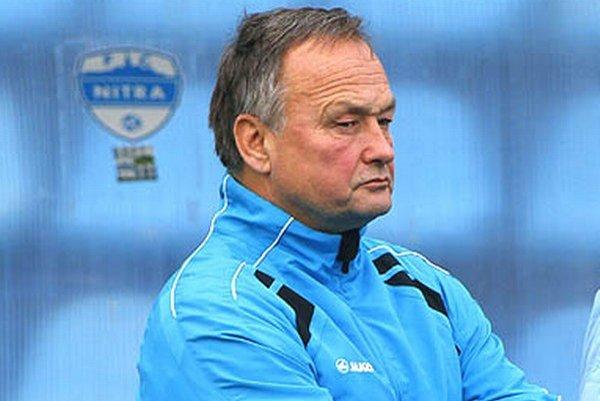 Ladislav Hudec je tretím trénerom Nitry v tejto sezóne. Svojich nových zverencov pozdravil najskôr na diaľku v stredu večer cez televíziu, keď bol spolukomentátorom zápasu Ligy majstrov.