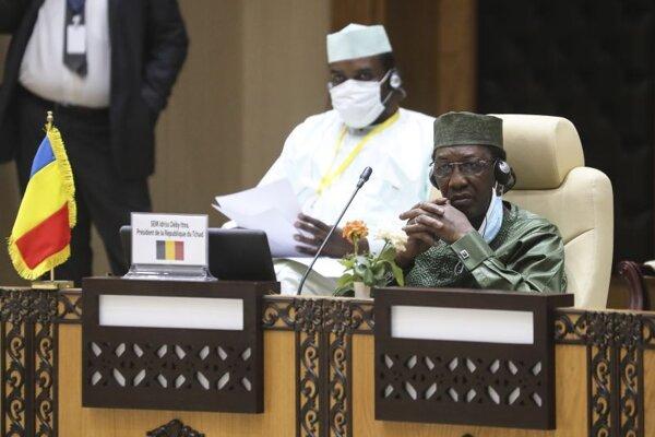 Čadský prezident Idriss Deby počas rokovania s lídrami piatich štátov afrického Sahelu na summite G5 Sahel v mauritánskom meste Nouakchott 30. júna 2020.