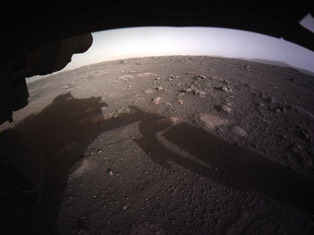 Rover poslal ďalšie zábery.